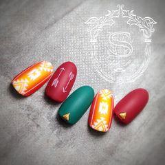 圆形日式手绘红色绿色橙色箭头磨砂美甲图片