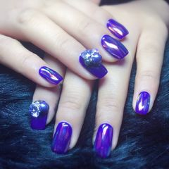 方圆形简约渐变蓝色紫色碎玻璃韩式珍珠钻达人荣荣的指甲堆钻玻璃纸显白美甲图片