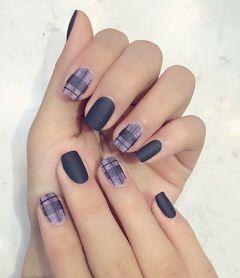 方圆形简约手绘蓝色紫色灰色格纹磨砂美甲图片