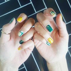 方圆形绿色黄色线条美甲图片