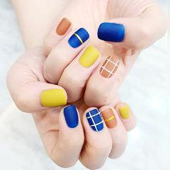 方圆形蓝色黄色橙色格子磨砂跳色美甲图片