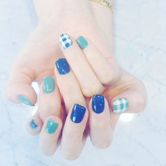 方圆形绿色蓝色格纹美甲图片