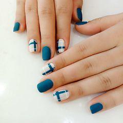 方圆形简约手绘蓝色灰色线条磨砂美甲图片