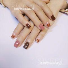 方圆形简约手绘粉色白色裸色豆沙色美甲巧克力棕+豆沙粉+乳白美甲图片