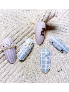 圆形手绘裸色灰色格纹花朵珍珠日式美甲图片
