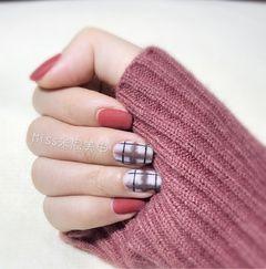 方形手绘红色白色格纹磨砂简单耐看的磨砂格纹款美甲图片