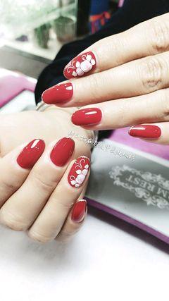 圆形新娘红色手绘花朵包边美甲图片
