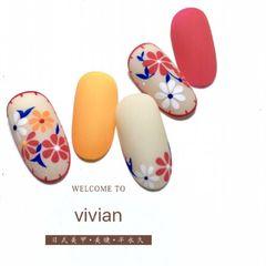 日式手绘红色蓝色橙色圆形白色花朵磨砂美甲图片