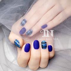 日式蓝色圆形格纹磨砂美甲图片