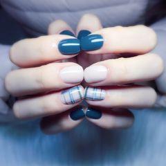 方圆形简约手绘蓝色白色裸色格纹达人荣荣的指甲简约跳色格子美甲图片