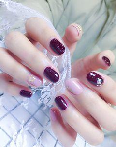 日式韩式红色银色裸色圆形钻跳色达人小贝壳美甲日式韩式简约少女范美甲图片