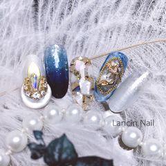 圆形日式手绘蓝色渐变钻贝壳片金箔美甲图片