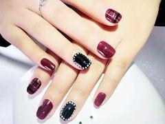 简约韩式红色黑色方圆形格纹亮片美甲图片