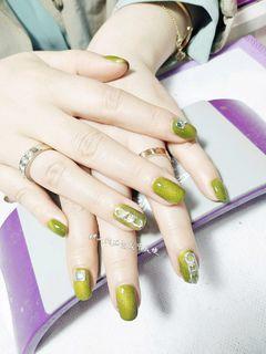 方圆形简约日式绿色猫眼金属饰品美甲图片