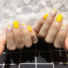 圆形白色黄色手绘花朵雏菊春天美图达人百灵美甲美甲图片