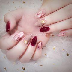 圆形日式红色粉色裸色贝壳片金箔日系美甲新款美甲图片