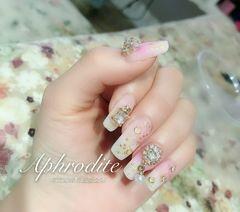 新娘粉色白色方圆形钻珍珠美甲图片