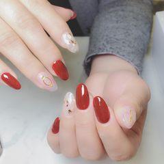 圆形日式红色裸色新娘贝壳片金箔美甲图片