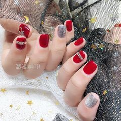 方圆形简约韩式红色银色钻新娘美甲图片