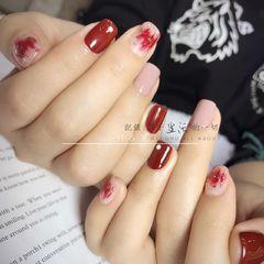 方圆形日式红色裸色晕染金箔美甲图片