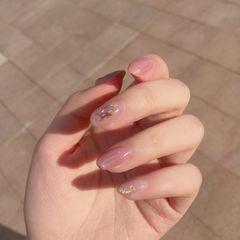 日式渐变粉色裸色圆形贝壳片金箔美甲图片