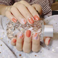 圆形简约手绘裸色橙色花朵美甲图片