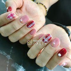 圆形手绘红色粉色白色格纹格子美甲图片