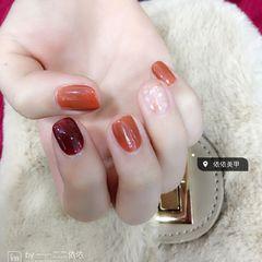 方圆形简约日式红色贝壳片美甲图片