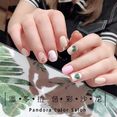 方圆形日式手绘绿色粉色白色火烈鸟树叶夏天火烈鸟,树叶美甲图片