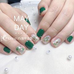 方圆形日式绿色晕染贝壳片金箔美甲图片