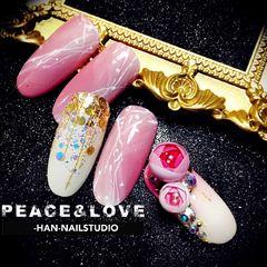 圆形新娘渐变粉色金色白色手绘雕花日式花球,玫瑰美甲图片