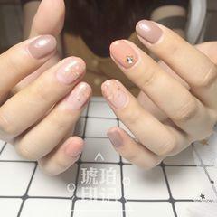 圆形日式可爱粉色裸色贝壳片金箔简约上班族美图达人琥珀印记美甲图片