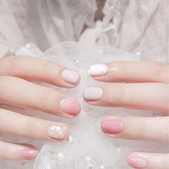 方圆形渐变粉色白色灰色贝壳片跳色美甲图片