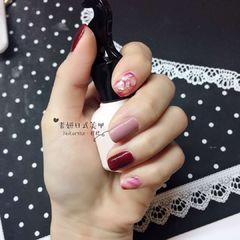 方圆形日式红色粉色贝壳片跳色美甲图片