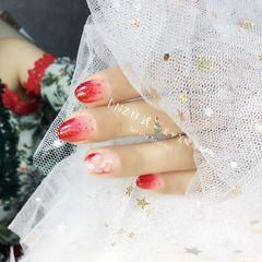 圆形简约日式红色渐变贝壳片金箔新娘红色。亮片。贝壳美甲图片