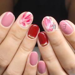 圆形手绘红色金色粉色白色花朵新娘日式美甲图片