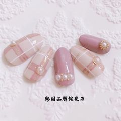 圆形日式粉色裸色手绘格纹珍珠美甲图片