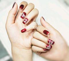 方圆形简约红色手绘夏天可乐@Coca Cola#琉璃甲#红色#字母美甲图片