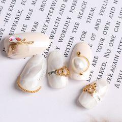 圆形日式手绘粉色白色晕染珍珠美甲图片