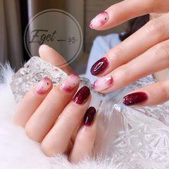 圆形手绘韩式红色白色晕染新娘金箔美甲图片