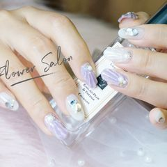 圆形日式雕花紫色白色美甲图片