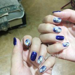 日式蓝色白色方圆形手绘晕染石纹美甲图片
