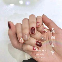 方圆形红色裸色贝壳片金箔新娘美甲图片