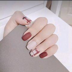 方形简约手绘红色白色线条磨砂月度收藏量最高美甲图片
