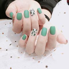 方圆形简约手绘绿色白色豹纹磨砂美甲图片