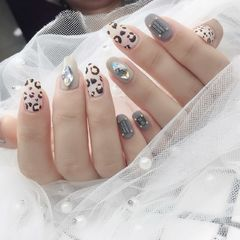 圆形日式手绘裸色灰色钻豹纹磨砂豹纹美甲图片