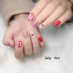 圆形可爱手绘红色粉色裸色格纹花朵磨砂小清新美甲图片