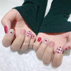 圆形可爱手绘红色粉色裸色花 格子 ins 简约 可爱 磨砂美甲图片