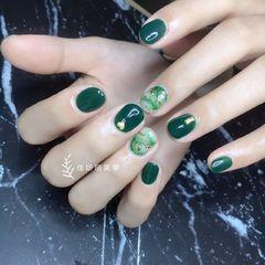 圆形简约日式绿色金色白色金箔晕染短指甲美甲图片