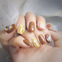 焦糖色方圆形钻晕染金箔贝壳片黄色美甲图片